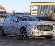 Mercedes-Benz Е-Class 2016 в камуфляже, вид спереди