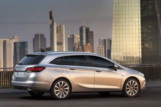 Opel Astra Sports Tourer цвета металлик, вид сбоку