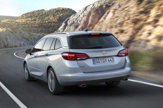 Opel Astra Sports Tourer цвета металлик, вид сзади