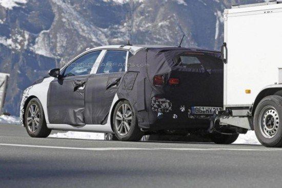 Новый Hyundai i30 в камуфляже, вид сзади