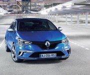 Renault Megane GT 2016 синего цвета, вид спереди