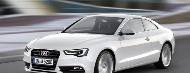 Audi A5 Coupe белого цвета, вид спереди