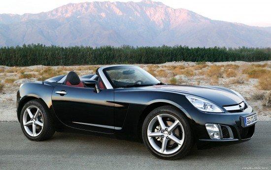 Opel GT чёрного цвета, вид сбоку