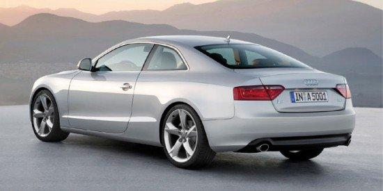 Audi A5 Coupe белого цвета, вид сзади