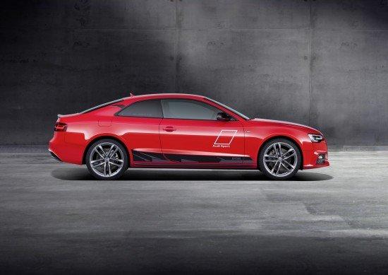 Audi A5 DTM красного цвета, вид сбоку