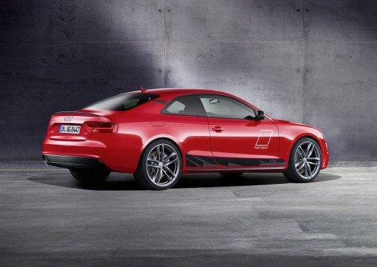 Audi A5 DTM красного цвета, вид сзади