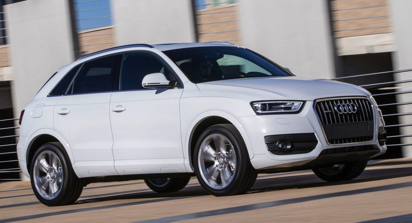 Audi Q3 белого цвета, вид сбоку
