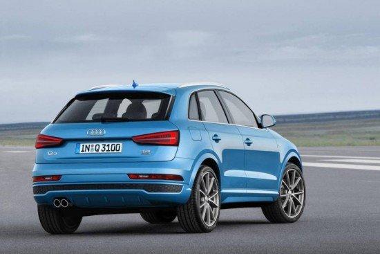 Audi Q3 синего цвета, вид сзади