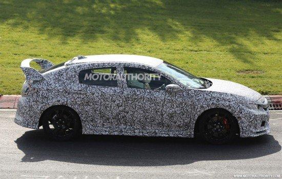Honda Civic Type R 2018 в камуфляже, вид сбоку