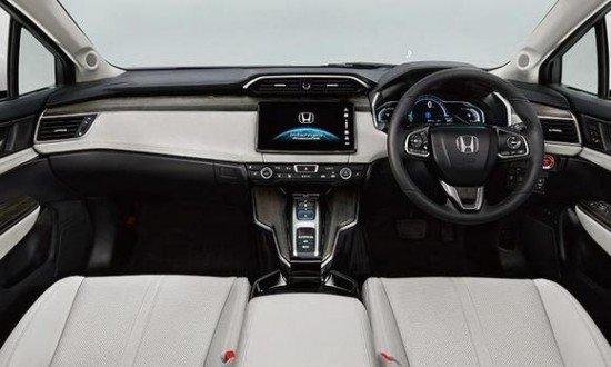 Салон Honda FCV, панель приборов и центральная консоль