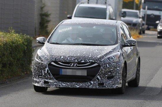 Hyundai i30 N в камуфляже, вид спереди