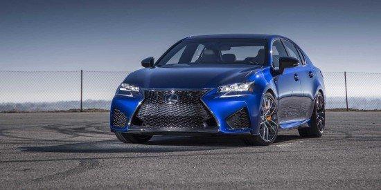 Lexus GS F синего цвета, вид спереди