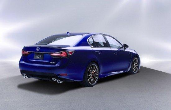 Lexus GS F синего цвета, вид сзади