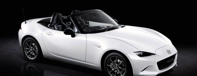 Mazda MX-5 RS белого цвета, вид спереди