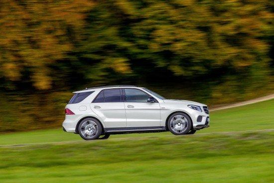 Mercedes GLE 450 AMG 4Matic белого цвета, вид сбоку
