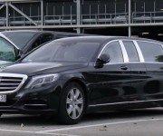 Mercedes-Maybach S600 Pullman чёрного цвета, вид спереди