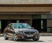 Mercedes-Benz E-Class W213 коричневого цвета, вид спереди