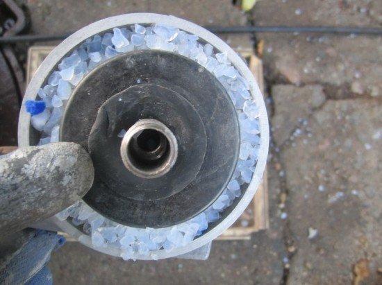 Слой силкагеля во влагоотводителе из масляного фильтра