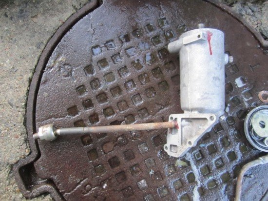 Воздухоотделитель из масляного фильтра с заглушенными отверстиями