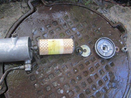 Масляный фильтр от Волги в разобранном виде