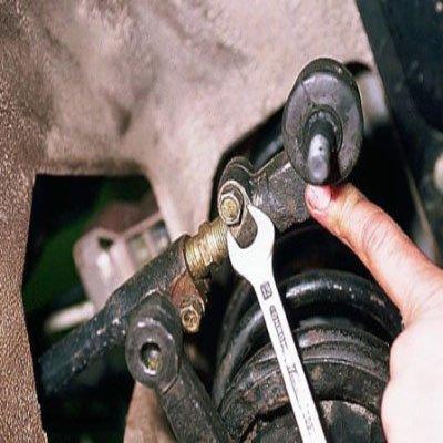 Освобождение рулевого наконечника ВАЗ 2110 из сцепки