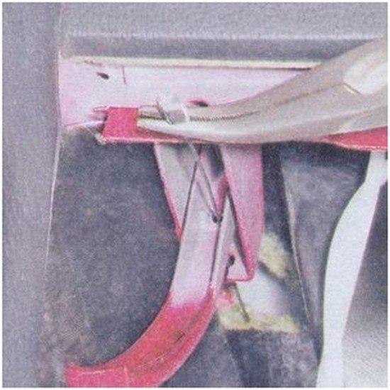 Извлечение троса из рубашки замка капота ВАЗ 2107