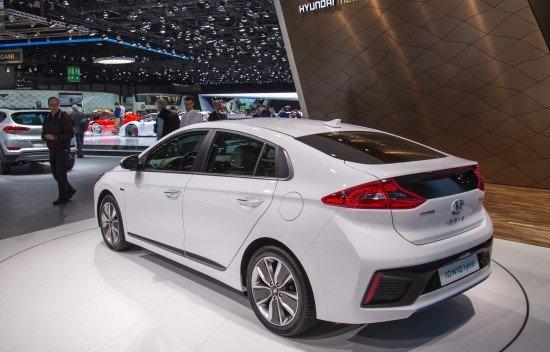 Hyundai Ioniq, вид сзади