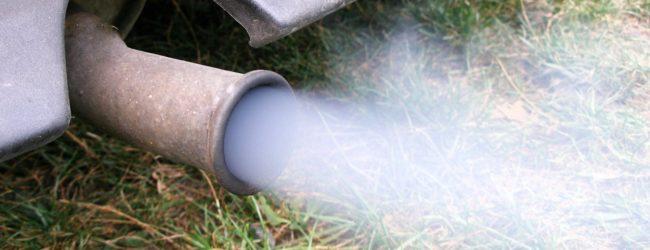 дым из выхлопной трубы фото