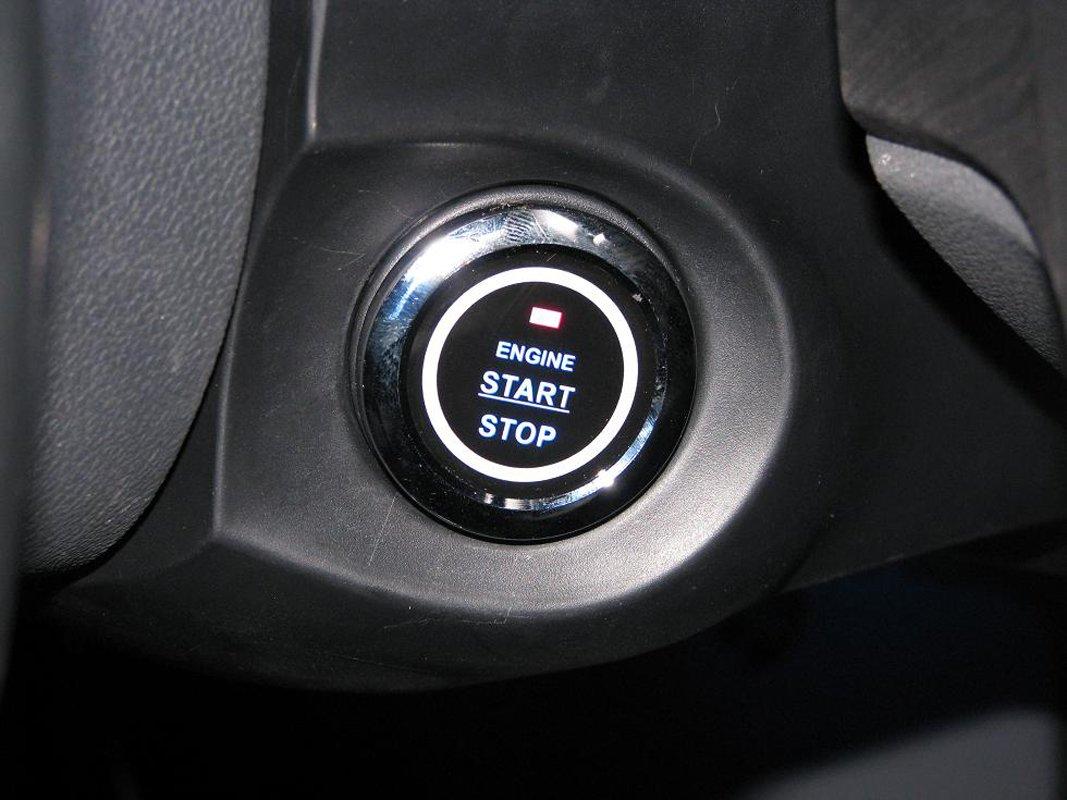 Кнопка старт-стоп в машине