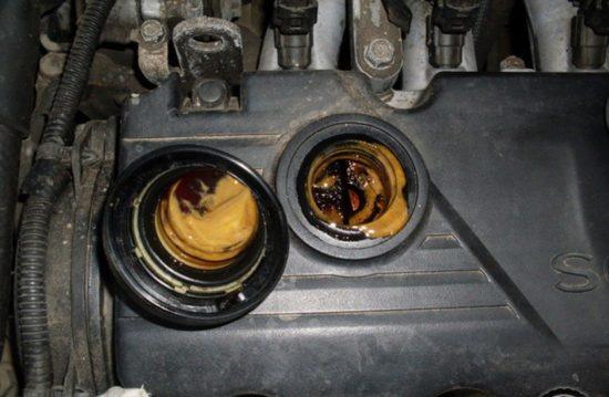 Масло в моторе автомобиля SKODA