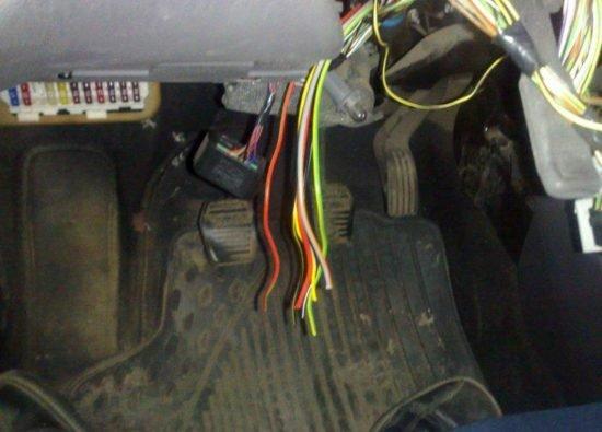 Отрезанные провода для подключения кнопки старт-стоп