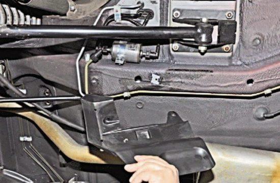 Расположение топливного фильтра в новых Chevrolet Niva