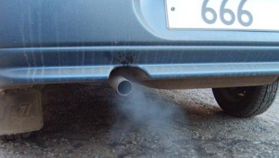 Синий дым из выхлопной трубы