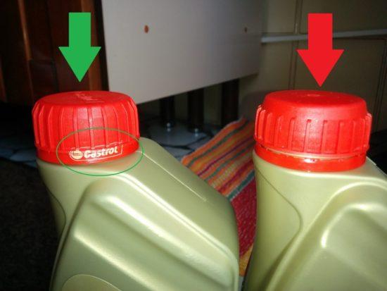 Зеленая стрелка — оригинальная крышка масла Castrol. Красная — поддельная