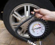 Проверка давления в шинах автомобиля