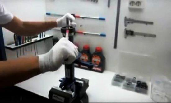 Крепление амортизатора в тисках