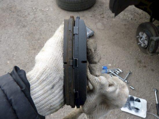 Разница между новыми и старыми тормозными колодками ВАЗ