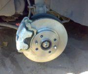 Тормозной диск с суппортом на авто ВАЗ 2114