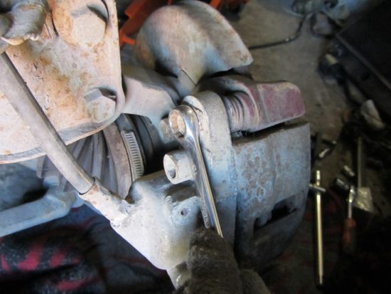 Замена передних тормозных колодок ВАЗ 2114