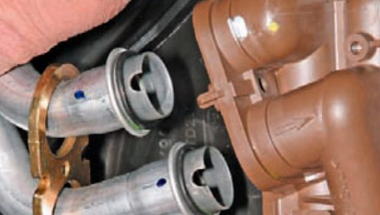 Снятие радиаторной пластины «Рено Логан»