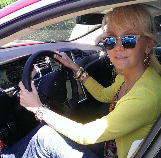 Машина певицы Валерии
