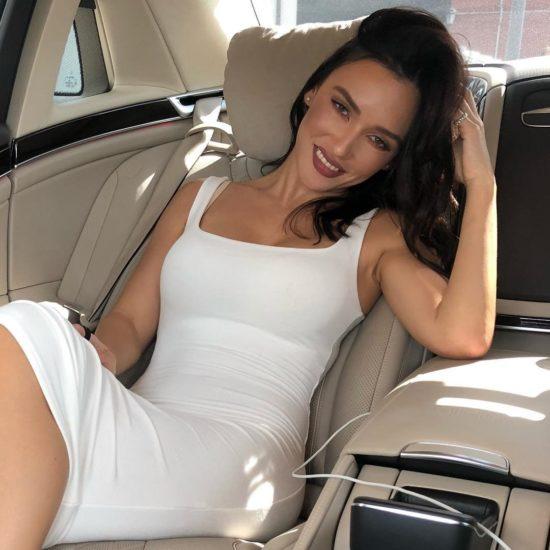 Ольга Серябкина в машине