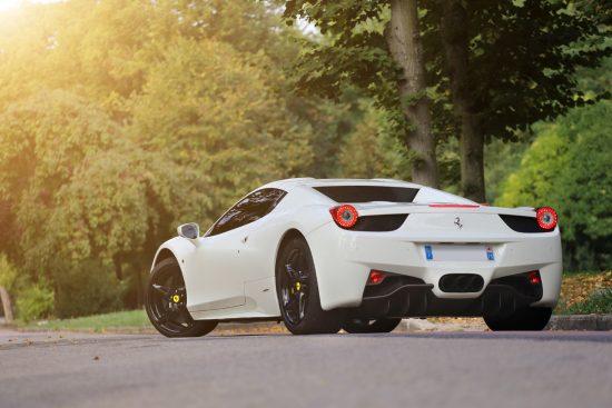 Белый Ferrari 458 Italia