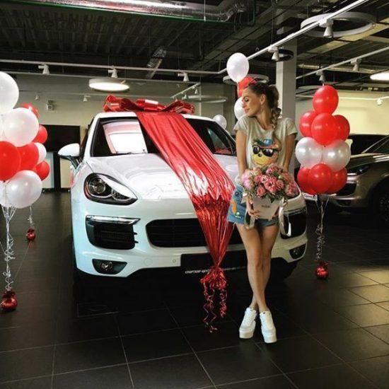 Анна Хилькевич и её подарок — Porsche Cayenne