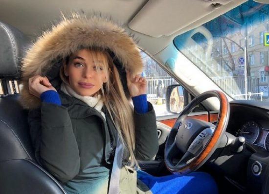 Анна Хилькевич за рулём Infinity QX 80