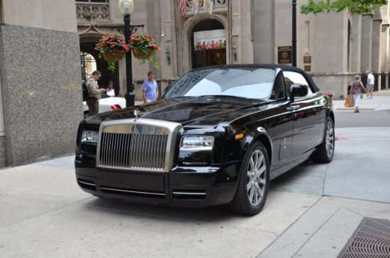 Rolls-Royce Phantom Drophead чёрного цвета
