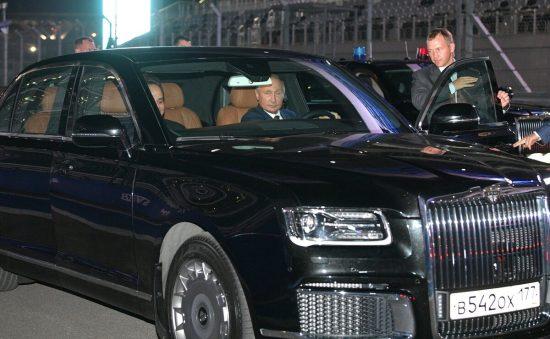 Путин за рулем Aurus Senat