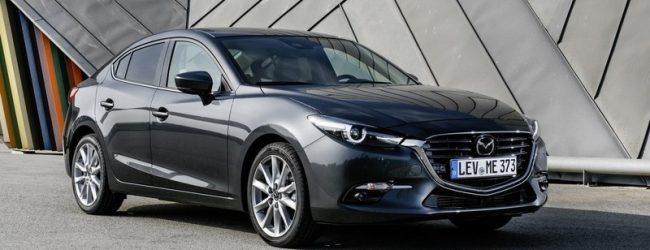седан Mazda 3