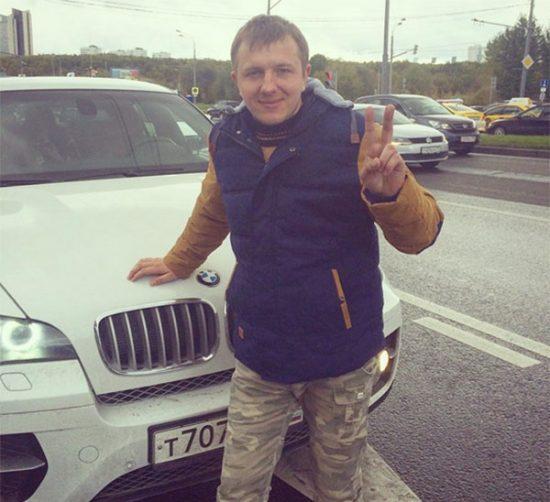 Илья на фоне чужого авто