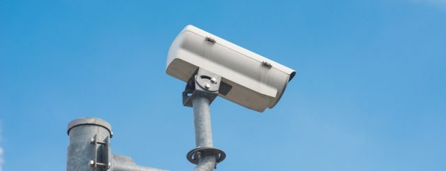Камера дорожного видеонаблюдения нацелена на стоп-линию